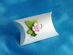Daisy Leaf Pillow Box
