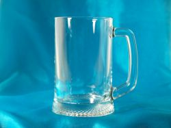 1 Pint Glass Tankard on Wooden Base
