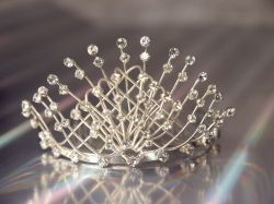 Silvery Crossover Comb Tiara